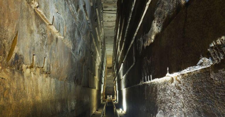 O que existe dentro da pirâmide de Gize?