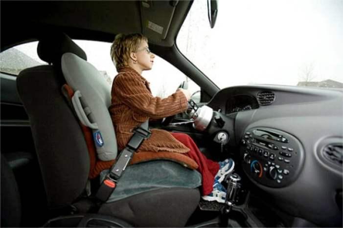 13-Kristin-driving-01_L7M9447