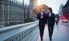 8 perguntas que você morre de vontade de fazer para os gays mas nunca teve coragem