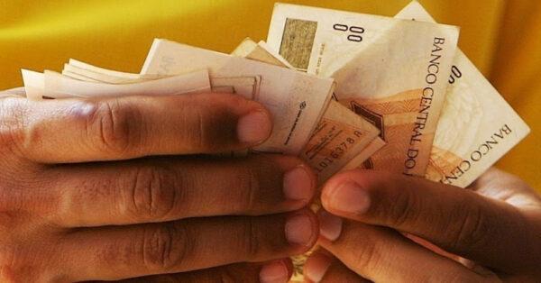 Pagamento de Salários de Funcionários
