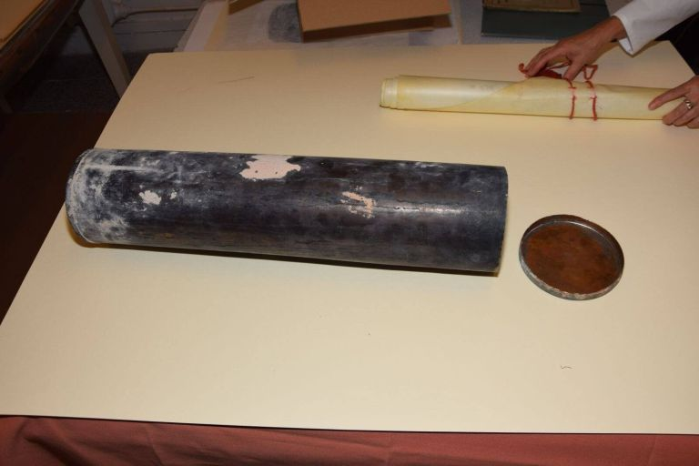O que tem dentro da cápsula do tempo nazista que foi encontrada na Polônia?