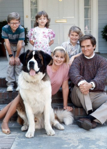 Beethoven (1992) Directed by Brian Levant Shown from left: (front) Bonnie Hunt (as Alice), St. Bernard dog Beethoven (as Beethoven), Charles Grodin (as George), (back) Christopher Castile (as Ted), Sarah Rose Karr (as Emily), Nicholle Tom (as Ryce)