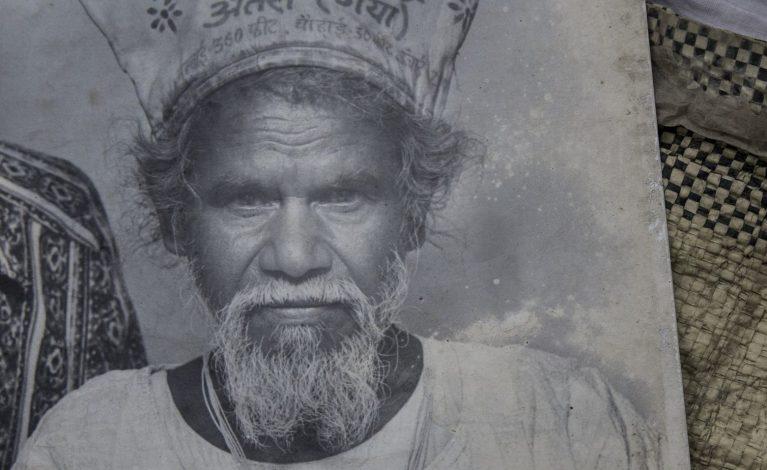 Durante 22 anos esse homem saía de casa todos os dias com seu martelo e desaparecia, agora todos descobriram o que ele fazia
