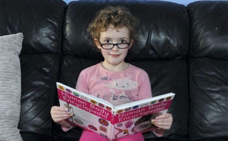 Essa menininha só tem 6 anos e já fez uma lista com os lugares que deseja conhecer, mas ela tem pouco tempo para isso