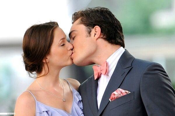 16 melhores casais das séries adolescentes que marcaram as nossas vidas