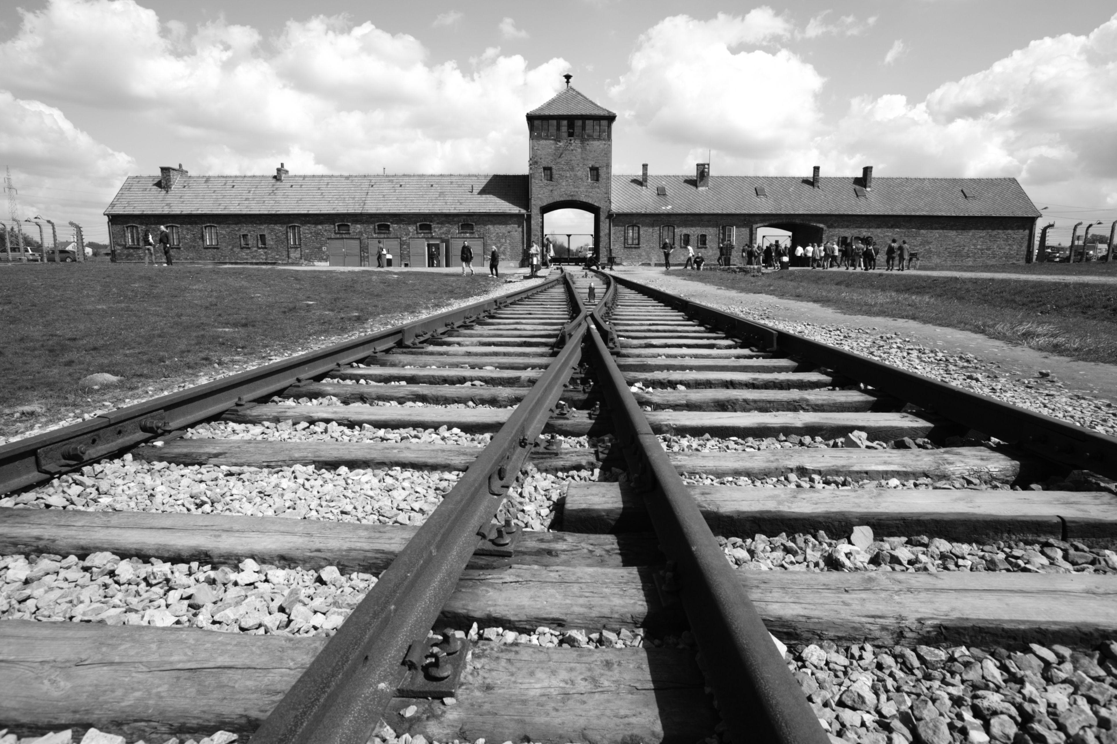 É assim que está o interior de Auschwitz hoje