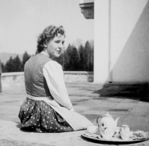 Eva Braun Beim Kaffee Foto 511x500, Fatos Desconhecidos