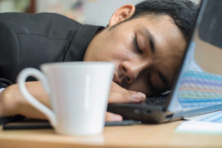 11 maneiras de sobreviver a um dia inteiro quando se está morrendo de sono