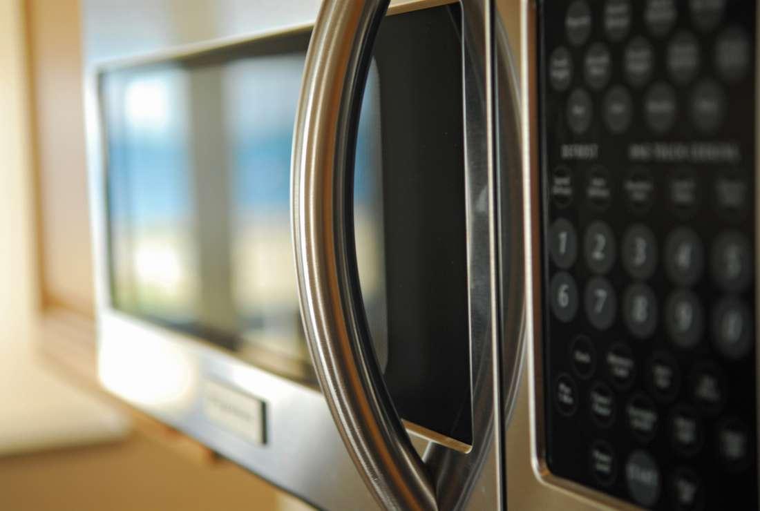 7 coisas que você nem imaginava que podia fazer no microondas