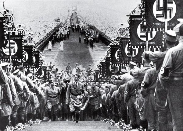 Time 100 Influential Photos Heinrich Hoffmann Hitler Nazi Party Rally 22 600x431, Fatos Desconhecidos