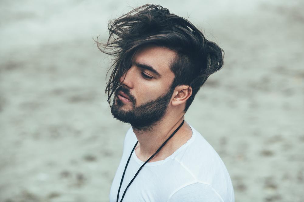 7 tendências de 2018 para cortes de cabelo que todo homem moderno precisa conhecer