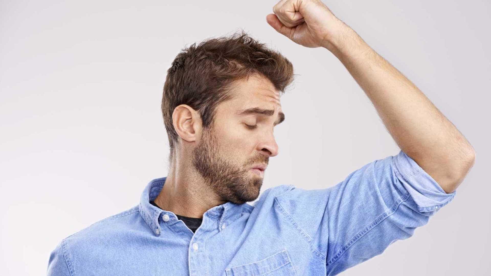 7 alimentos que te fazem cheirar mal