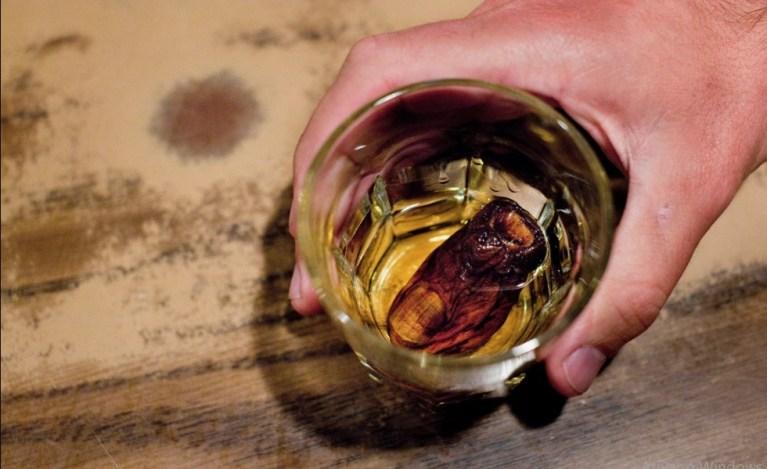 Conheça o drink que tem um dedo humano como ingrediente especial
