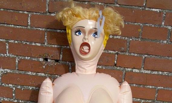 7 coisas totalmente inesperadas que já fizeram com bonecas infláveis