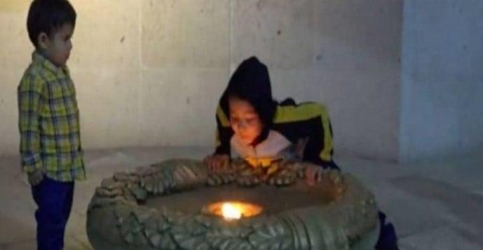 Criança acaba com chama histórica que queimava há mais de 200 anos [Vídeo]