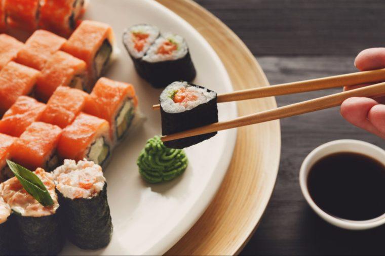 7 coisas que você é obrigado a saber antes de fazer uma refeição em outro país