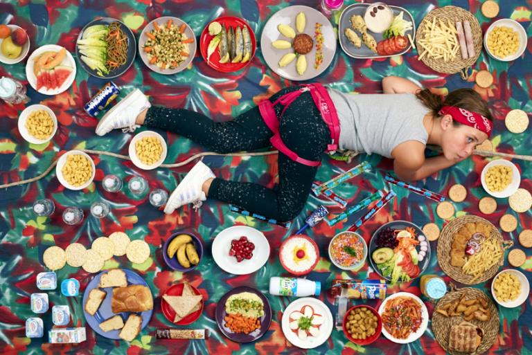 Fotógrafo mostra o que crianças de diferentes países consomem em 7 dias