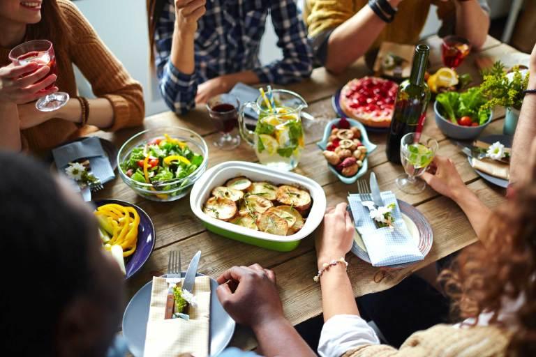 7 hábitos à mesa que podem dizer muito sobre uma pessoa