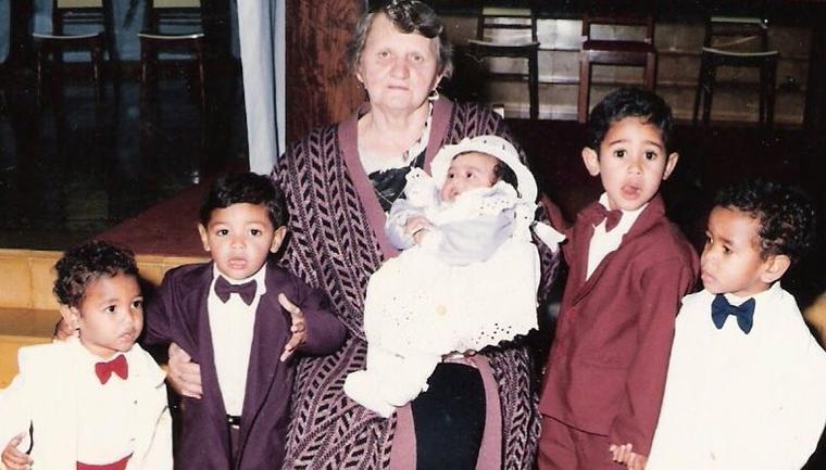 A família que resolveu adotar todos os irmãos de um orfanato