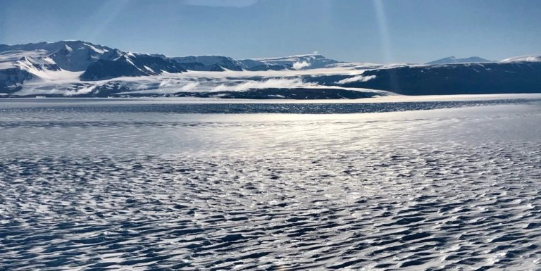 Existe alguma coisa quente na Antártica e cientistas não sabem o que é