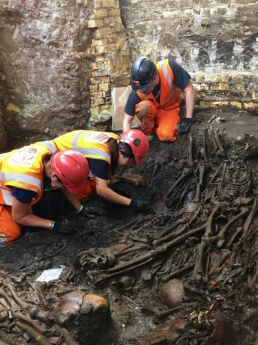 Excavation Of Bedlam Burial Ground July 2015 204905 375x500, Fatos Desconhecidos