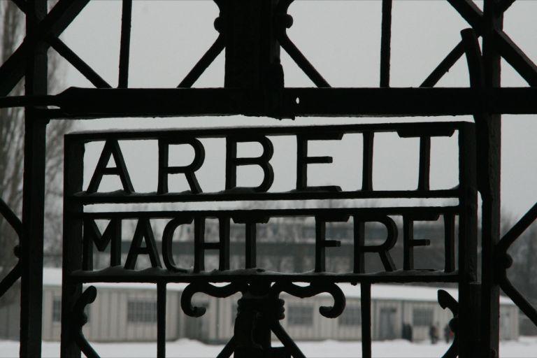 Vídeo chocante mostra o primeiro campo de concentração nazista encontrado após a guerra