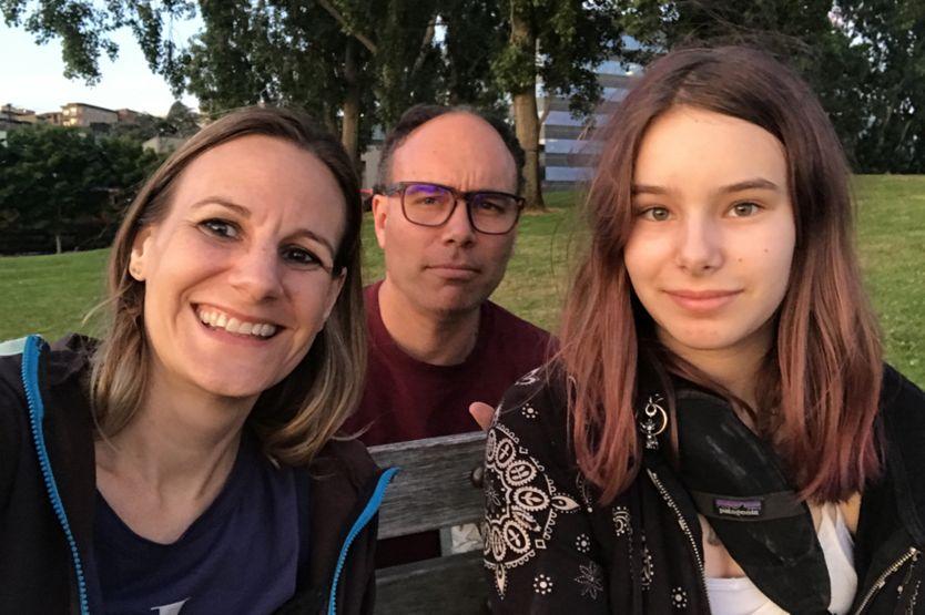 Mulher se apaixonou pelo doador do esperma que gerou sua filha há 12 anos