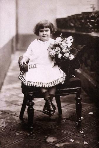 Aos 4 Anos Em 1911 3 337x500, Fatos Desconhecidos