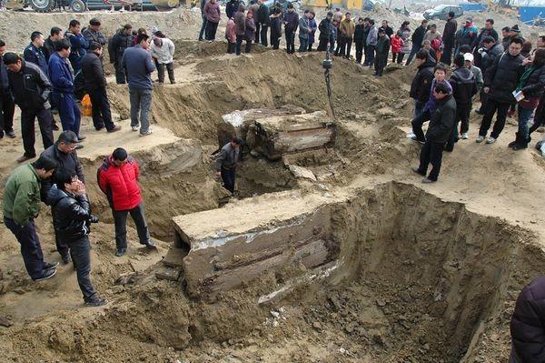 Múmia de 700 anos foi encontrada aleatoriamente por trabalhadores ferroviários