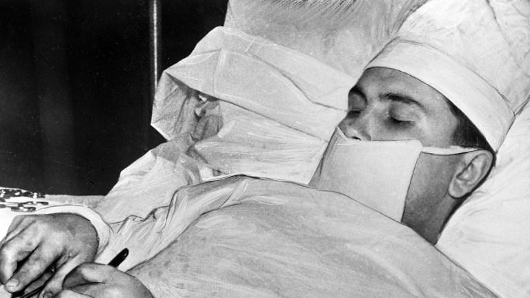 A história do médico russo que teve que se auto-operar na Antártida