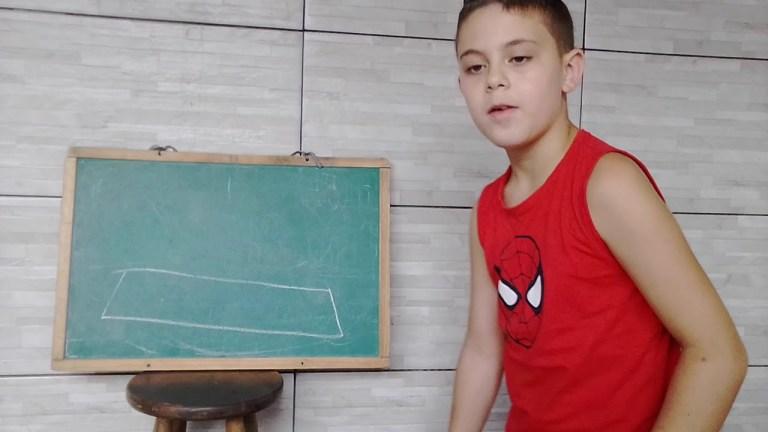 Garoto que viralizou dando aulas de física pelo Youtube tem seu canal apagado