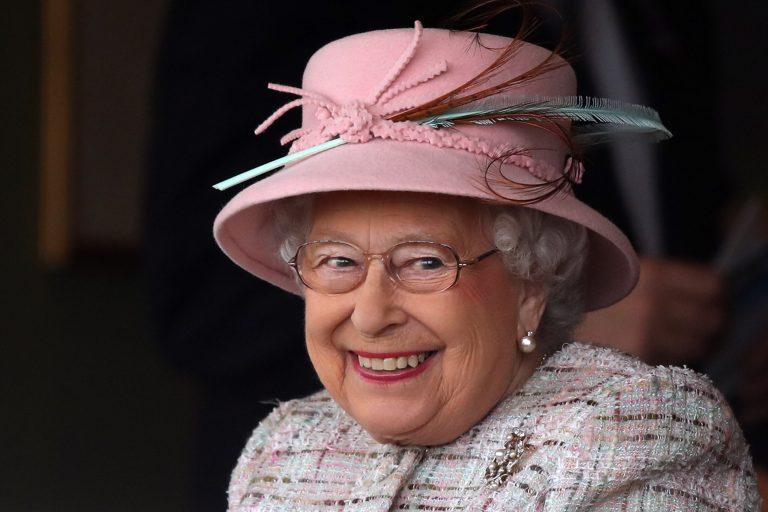 13 fotos raras da infância e juventude da Rainha Elizabeth II