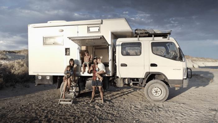 Conheça a família espanhola que largou tudo para conhecer o mundo em seu caminhão