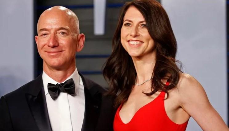 MacKenzie Bezos, ex-mulher de bilionário da Amazon, vai doar metade da fortuna pra caridade