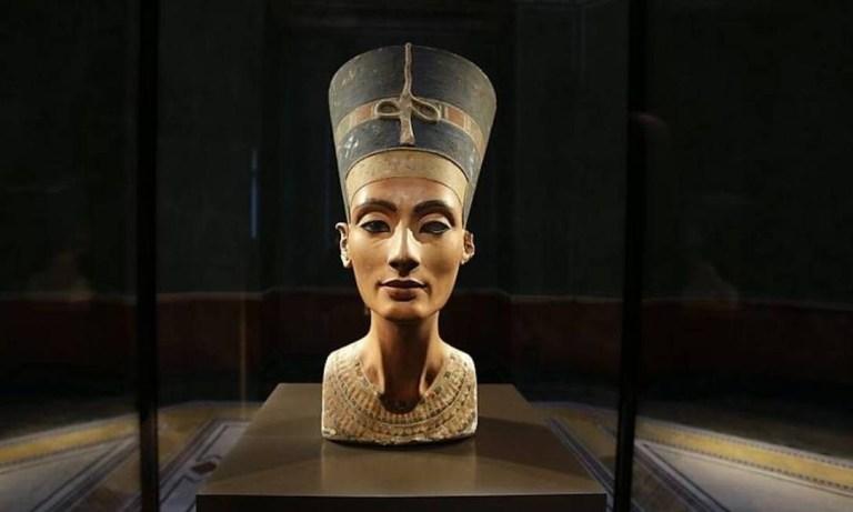 Nefertite poderia estar enterrada no túmulo de Tutancâmon