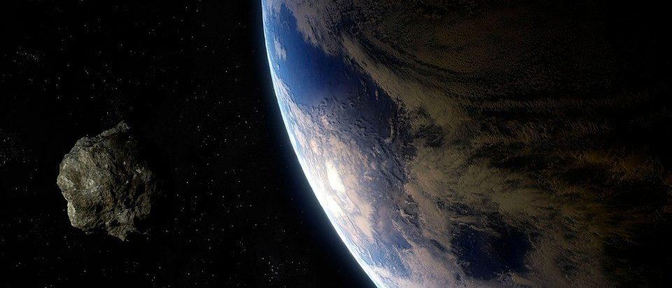 Asteroide com 570 metros de diâmetro passou bem próximo da Terra