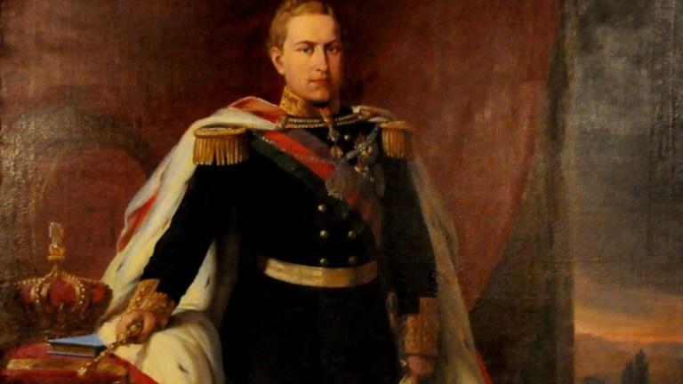 Por que os reis de Portugal não usavam coroa?