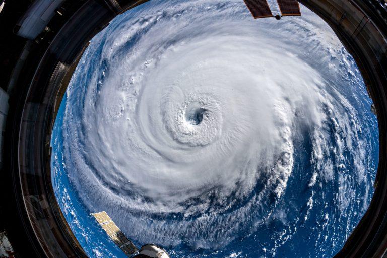 Como se define o nome de um furacão?