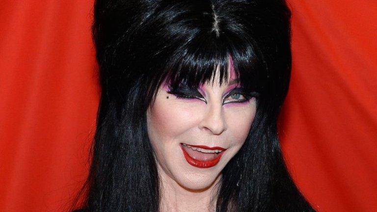 Como está Elvira, a Rainha das Trevas, hoje em dia?