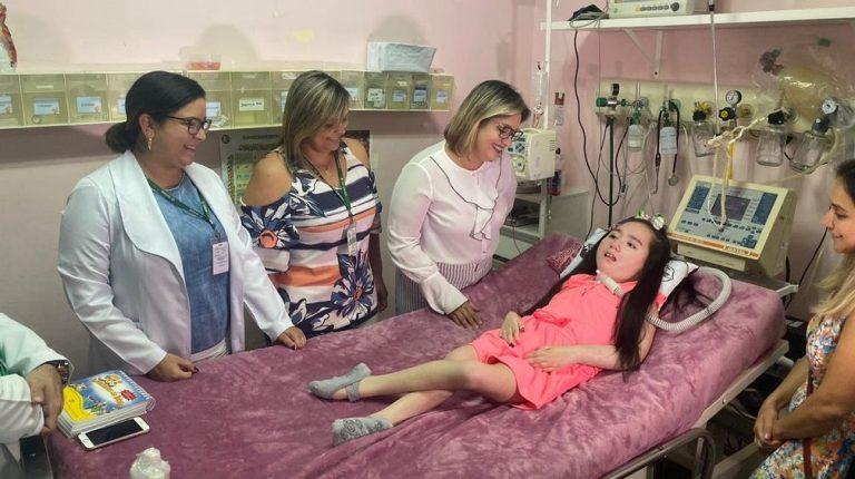 Depois de 12 anos, menina que cresceu em hospital pode ir para casa