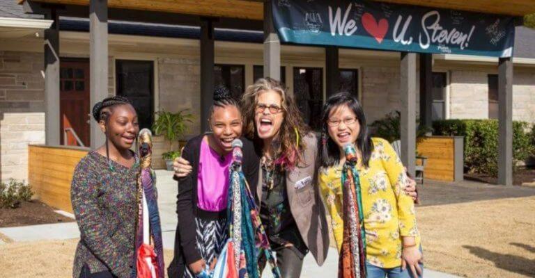 Steven Tyler inaugura abrigo para meninas vítimas de abuso