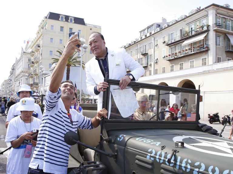 O melhor patrão do mundo é esse chinês que levou 6400 funcionários de férias para a França