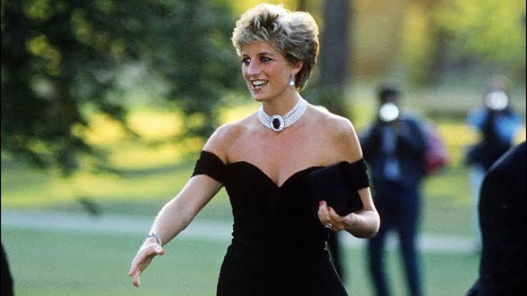 Ex-mordomo de Lady Diana divulga carta inédita dela escrita à mão