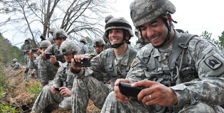Entenda porque o exército canadense colocou seus soldados para jogarem Pokémon GO