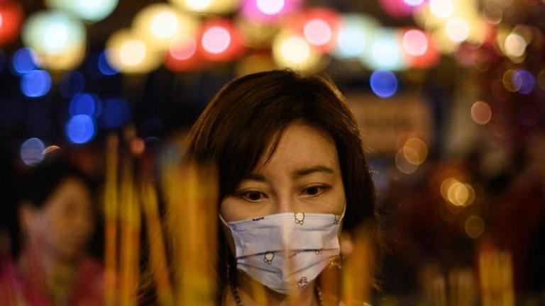 Vídeo emocionante mostra como os moradores de Wuhan em quarentena estão se apoiando