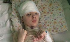 A história do menino que perdeu parte do crânio para salvar a mãe de um estupro