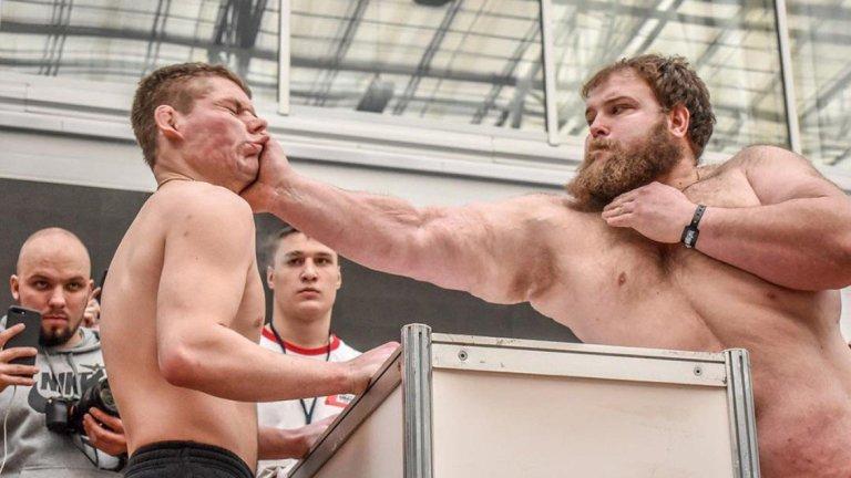 Veja como é o bizarro torneio de tapas na Rússia
