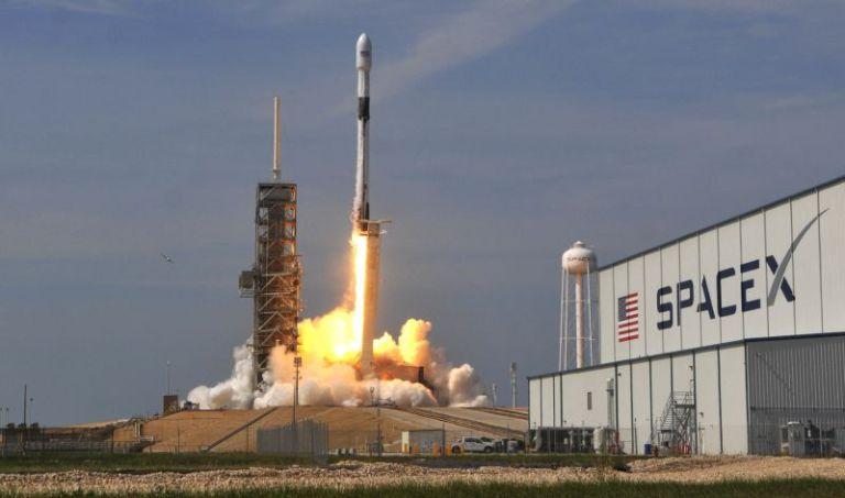SpaceX entivará astronautas para o espaço no próximo mês