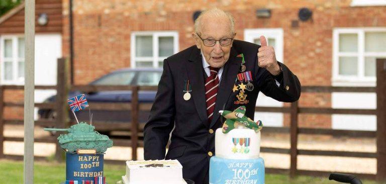 Britânico de 100 anos faz desafio e arrecada milhões para a saúde pública