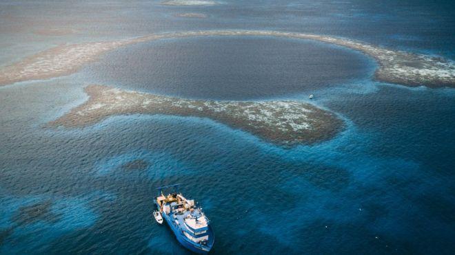 O que existe no buraco azul de Belize?